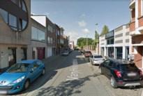 Dronken bestuurder ramt twee geparkeerde auto's en vlucht weg in Merksem