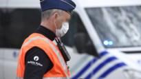 Twee agenten krijgen rake klappen van man die geen mondmasker wil dragen