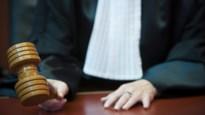 Man (27) slaat zwangere vrouw