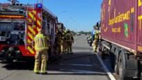 Chauffeur zet vrachtwagen aan de kant na brand in uitlaatsysteem
