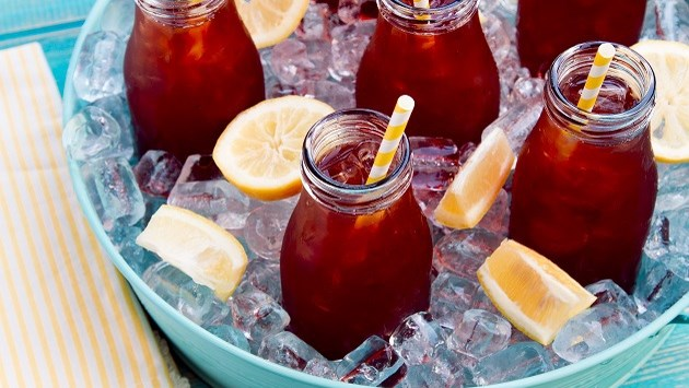 Vijf verfrissende drankjes om je dorst te lessen tijdens de hittegolf