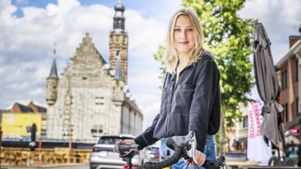 """Fietsen met Alina 'De Mol' Churikova door Herentals: """"Zaligste kindertijd ooit beleefd hier"""""""
