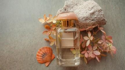 Acht keer zon, zee en strand in een parfumflesje