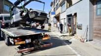 """Porsche knalt tegen gevel van flatgebouw: """"Onmiddellijk daverde het hele gebouw"""""""