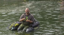 """ZOMERREEKS: Met bellyboatvisser Glenn het kanaal op: """"Het roofvissen is de voorbije vier jaar sterk opgekomen bij jongeren"""""""