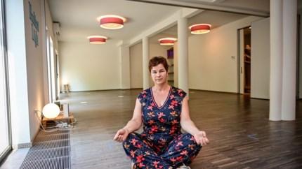 """Yoga toegelaten in fitnesscentra, maar verboden in eigen studio's: """"Dit is broodroof"""""""