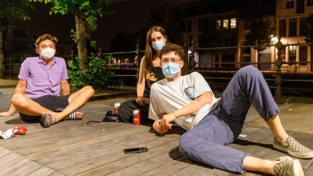"""Genieten van Mechelen zonder avondklok: """"Ik had geen sociaal leven meer"""""""