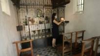 Buurvrouw ontfermt zich over pas gerenoveerde Bistkapel in Veltwijcklaan