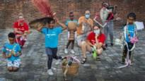 Kwetsbare jongeren werken al spelend achterstand weg op zomerkamp in museum en theater