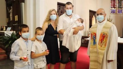 Eerste doop van het jaar met mondmaskers bij 37 graden