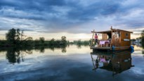 Met een vlot de Amazone over (op de Maas)