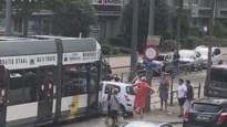 Bestuurster lichtgewond na botsing met tram in Deurne