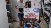 """Charmezanger Ive Rénaarts ruilt schlagers in voor schelpdieren: """"Mosselen zijn hit in café De Kroon"""""""
