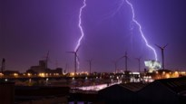 Hevig zomeronweer boven Antwerpen levert deze indrukwekkende beelden op