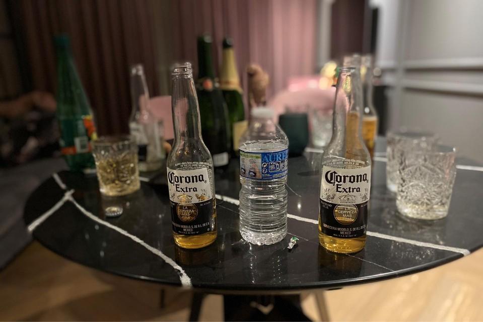 Negen feestvierders betrapt op lockdownfeestje in Airbnb-appartement