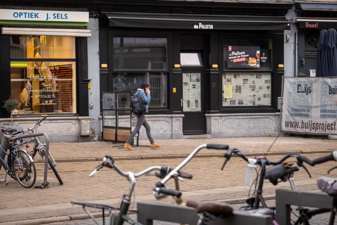 Politie sluit Antwerps café De Pallieter tijdens jaarlijkse verkoop venusschelpen
