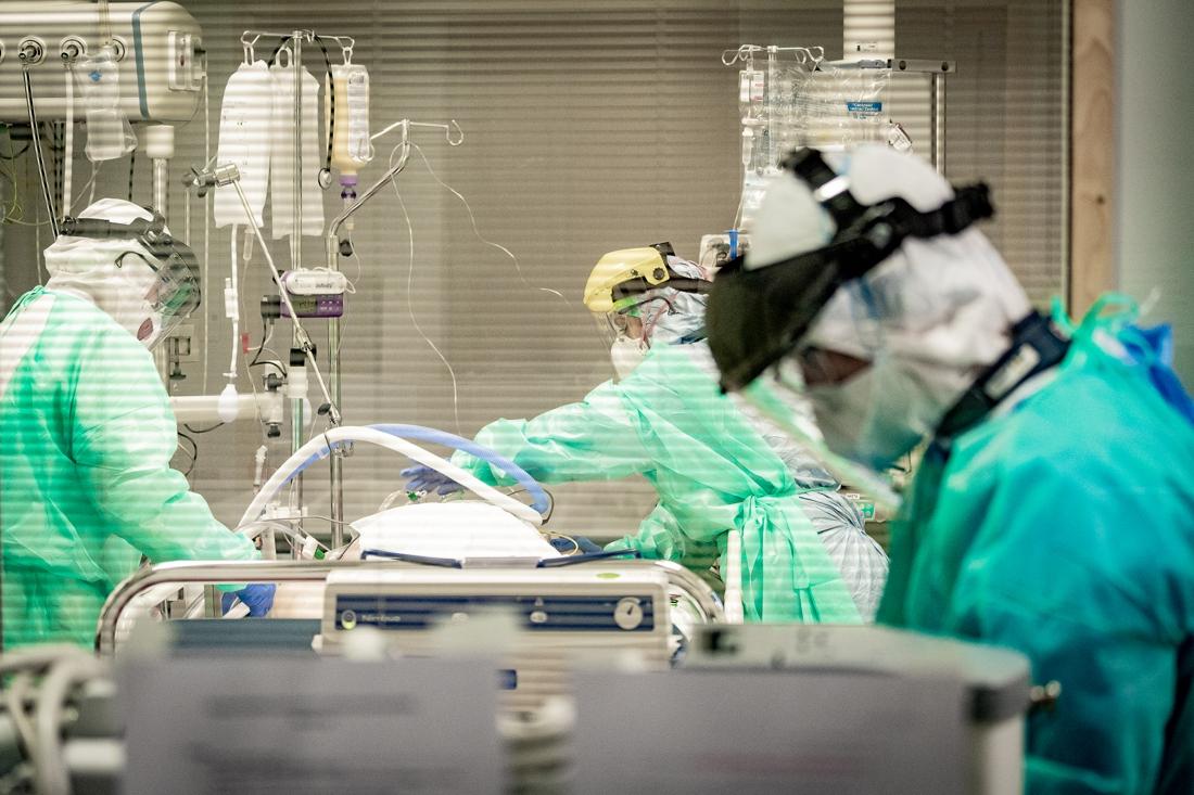 Meer dan 900 Covid-patiënten op intensieve zorgen, aantal besmettingen daalt