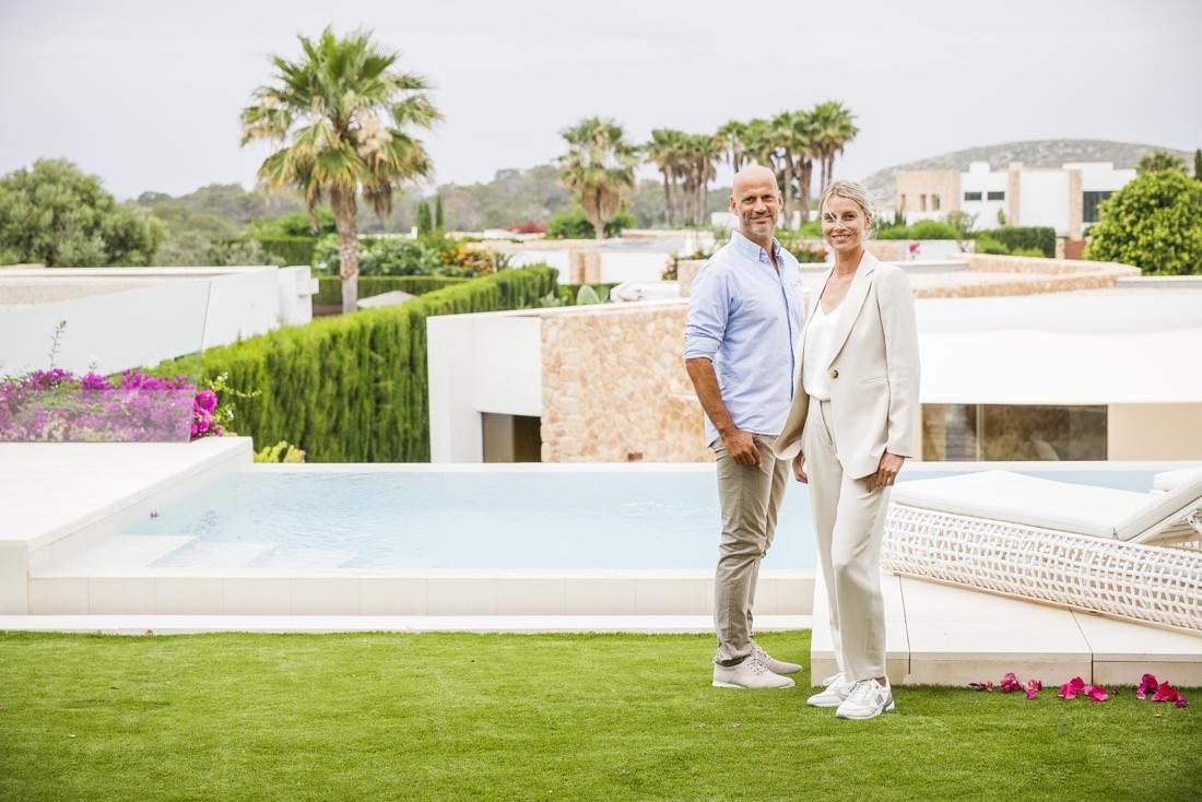 """Carl Vorsselmans en Freyke Van Looveren brengen miljoenenvilla's aan de man op Ibiza: """"Een woning op Ibiza is een statussymbool geworden"""""""