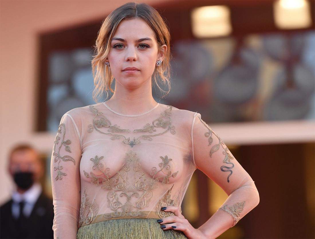 Belgische actrice toont borsten op rode loper: Mensen