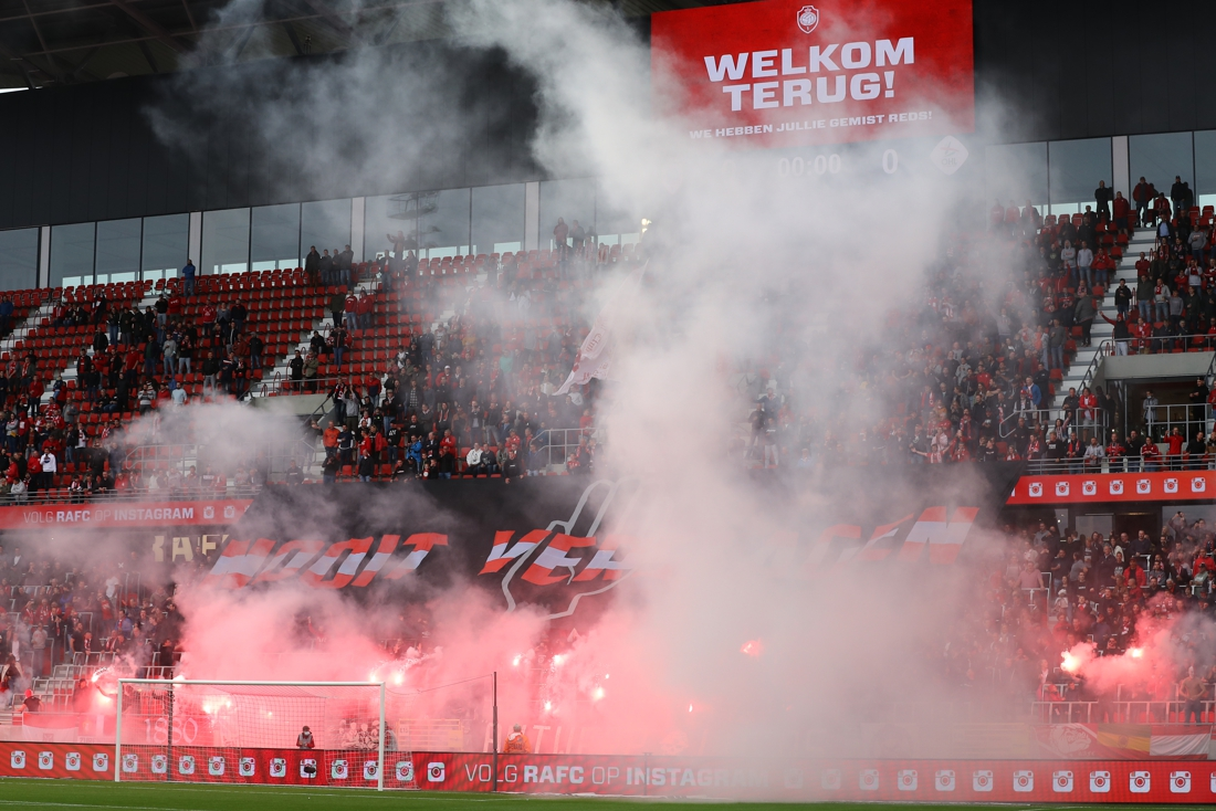 Antwerp krijgt boete na wangedrag en pyrogebruik van supporters tegen OHL