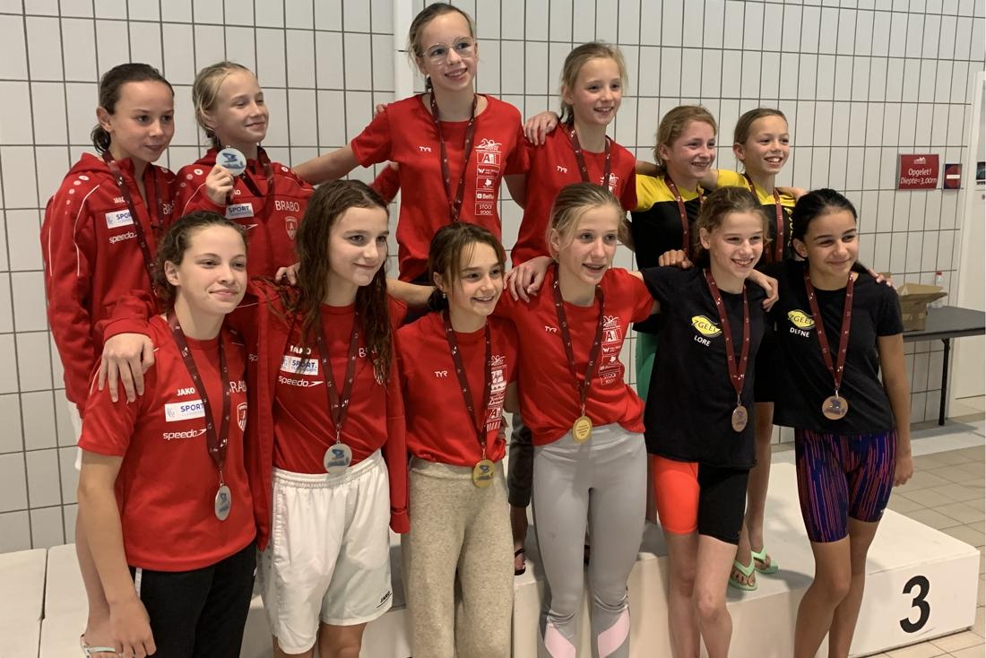 Hoogstratens Zwem Team behaalt 21 medailles op provinciaal kampioenschap
