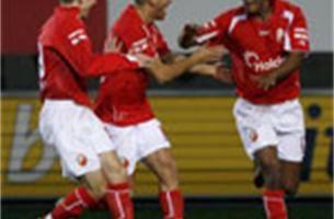 Bergen wint met 1-2 van Lokeren en wordt zo zestiende