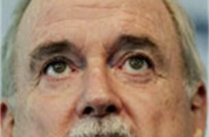 John Cleese wil Barack Obama helpen
