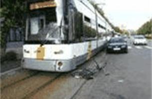Fietser in levensgevaar na aanrijding door tram