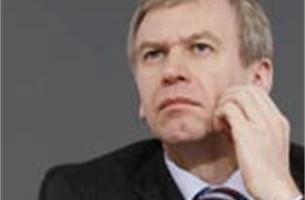 Yves Leterme schakelt over op werkgroepen