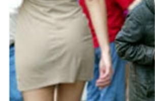 Jonge vrouw uit winkel gezet wegens te kort gerokt