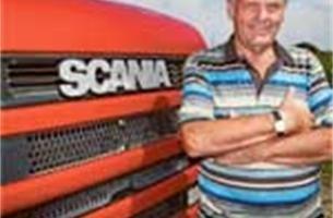 Trucker rijdt al halve eeuw met vrachtwagen en denkt niet aan stoppen