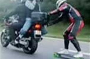 Snelheidsovertreding skater op Autobahn   Video