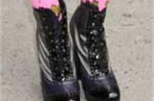 Alerte zaakvoerster (69) verijdelt schoenendiefstal