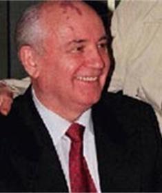 Michail Gorbatsjov maakt comeback in de politiek