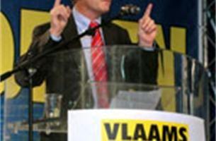 Dure campagne moet Vlaams Belang er bovenop helpen