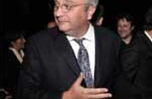 Premier Leterme moet Prins Laurent in de gaten houden