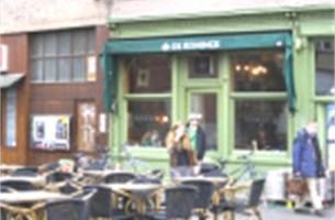 Cafébezoekers krijgen parkeerkorting na tien uur