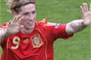 Duitse herder is Fernando Torres te snel af - Video