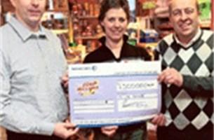Winnaar Euro Millions deelt 7,5 miljoen met dorpsgenoten