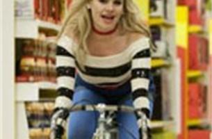 Duffy springt op de fiets voor Cola Light