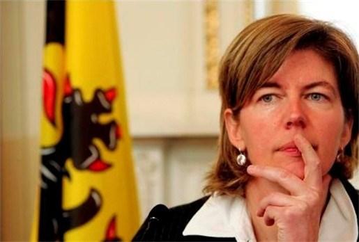 Ceysens dreigt met einde regeringssteun aan banken die leningen weigeren