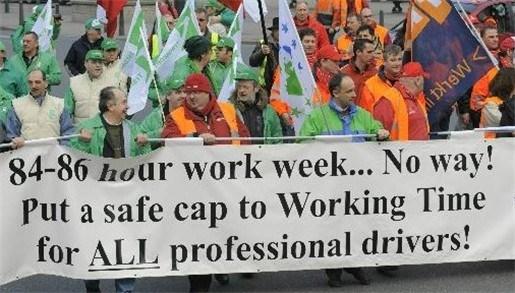 Vrachtwagenchauffeurs betogen tegen lange werktijden