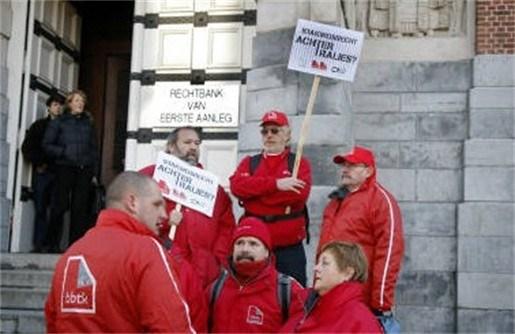 Vakbonden protesteren tegen opgelegd stakingsverbod