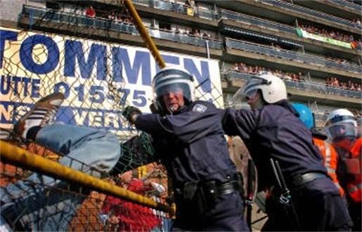 """""""Kwetsende gezangen in stadion tegengaan en veiligheid verbeteren"""""""