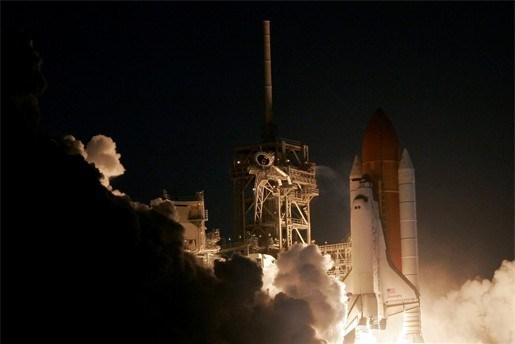 Ruimteveer Discovery eindelijk op weg naar ISS