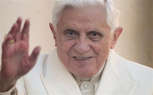 Paus Benedictus XVI trekt voor het eerst door Afrika