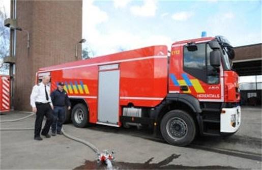 Brandweer verwelkomt nieuwe monstertruck