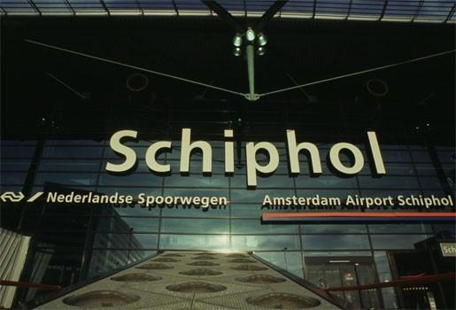 Volledige Surinaamse brassband opgepakt op Schiphol