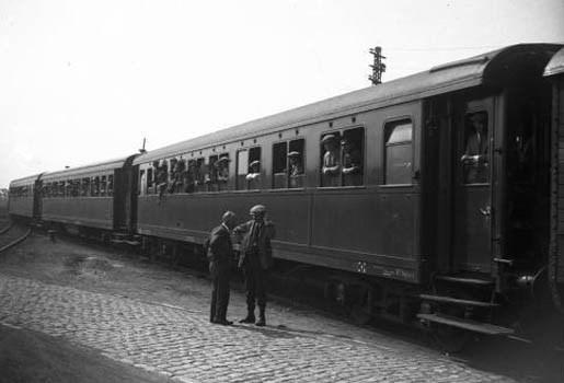 Vader schenkt zoon echte trein op verjaardag