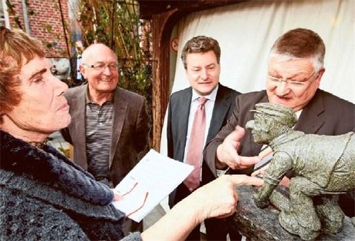 Beelden spotten met inwoners Klein-Brabant